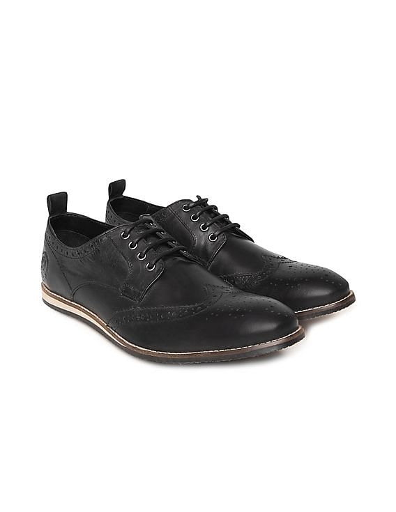 c47b610eb75bd Buy Men Distressed Leather Wingtip Brogues online at NNNOW.com